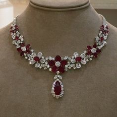 Imperiale Joyeros Panama. 60 Carats of the finest Mozambique Rubies and G color VVS clarity Diamonds, in this magnificent necklace