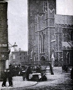 St Patrick's Cathedral and the street traders that the Iveagh Markets was built to shelter Vintage Pictures, Old Pictures, Old Photos, Dublin Street, Dublin City, Irish Independence, Gone Days, Ireland Pictures, Castles In Ireland
