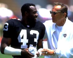 September 29, 1991: Los Angeles President of the General Partners Al Davis talks with Raiders special teams player Elvis Patterson during pregame warmups vs the San Francisco 49ers. The Raiders defeated the 49ers 12-6 at the Los Angeles Memorial Coliseum in Los Angeles, California.
