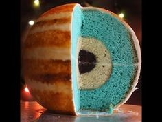 How to bake scientifically accurate planet cakes