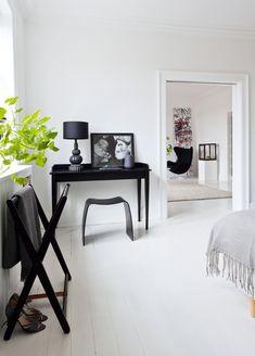 home decor idea Office Workspace, Studio Apartment, Decorating Blogs, Home Bedroom, Bedrooms, Interior Design Inspiration, Design Ideas, My Dream Home, Architecture Design