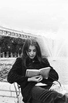 Isabelle Adjani reading in front of the Palais Royal, photo by Jean-Claude Deutsch, 1973 Isabelle Adjani, People Reading, Woman Reading, Girl Reading Book, Bibliophile, Belle Photo, Black And White Photography, Book Lovers, Book Worms