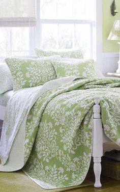 Love the green bedspread