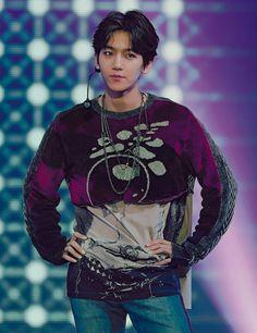 Find images and videos about kpop, exo and baekhyun on We Heart It - the app to get lost in what you love. Baekhyun Chanyeol, Exo Kai, Park Chanyeol, Baekyeol, Chanbaek, Kris Wu, 2ne1, K Pop, Taekook