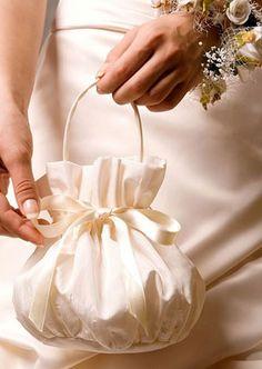Diy Bag Designs, Lace Bag, Potli Bags, Wedding Purse, Purse Patterns, Fabric Bags, Cute Bags, Handmade Bags, Wedding Accessories