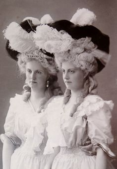 all dressed up- 1890's - crownprincess Louise of Saxony and archdouchess Margaret