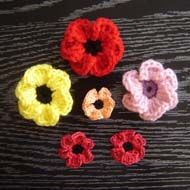 POPPY FLOWER CROCHET PATTERN http://www.beginner-crochet-patterns.com/poppy-flower-headband.html
