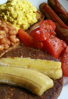 An old favourite: pre-workout brunch. Scrambled tofu & baked beans on megagrain toast, tomatoes, veggie sausages & pattie w banana.