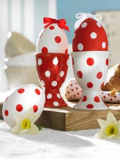 Easter In Red & White - (one of 48 Awesome Eggs Decoration Ideas)