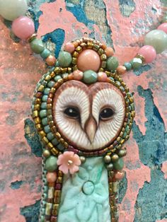 Cuteness overload! This is such a sweet necklace... one of a kind and handmade by me. The lovely polymer barn owl face is made by Lolelu Studio. She rests above a Chrysocolla Flower cabochon and has a natural Pink Aventurine cab above her head. The pendant measures 12cm, 4.7 long. ( incl the fringe) and 3,3cm, 1.2 wide. The necklace measures 45cm, 17.7 I used light green/pink Jade bead, Czech Facet beads an Czech 3 cuts. If you want me to adjust the length of the necklace, please dont ...