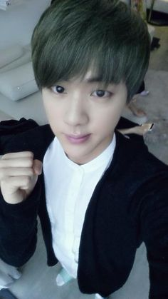 Jin has GREEN HAIR! :'D