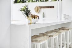 Happy of July! We're celebrating in the sunshine with Calacatta Nuvo, Three Birds Renovations, Carrera by Design, and ASC. An outdoor bar design coupled with wooden stools. Calacatta Nuvo, Country Chic Kitchen, Three Birds Renovations, Childrens Bathroom, Australian Homes, Luxury Kitchens, White Kitchens, Cuisines Design, Kitchen Cabinetry