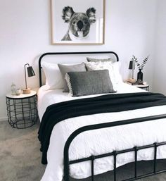 Most Popular minimalist bedroom black and white Ideas Bedroom Decor For Couples, Bedroom Makeover, Apartment Decor, Bedroom Interior, Minimalist Bedroom, Simple Bedroom, Guest Bedrooms, Home Bedroom, Cozy Small Bedrooms