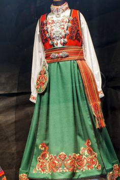 Folk Costume, Costumes, Color Shapes, Sari, Colours, Outfits, Beauty, Clothes, Future