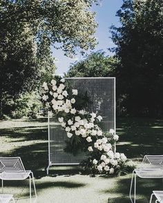 One mesh screen, so many uses! Use as a ceremony backdrop (like @butcherbakerstylist and @rose.and.bud have here), decorate behind a bar, divide a lounge area from a reception or dining area, attach seating plans or welcome signs, even hide things!! We have these in various sizes in black and white and LOVE seeing what you'll do with them next. Beautiful image by @keepercreative . . . #realwedding #meshhireperth #flowers #weddinginspiration #perthevents #beautiful #stylinghireperth…