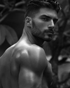 Black And White Face, Beautiful Men Faces, Cool Face, Photography Poses For Men, Male Face, Good Looking Men, Beard Styles, Muscle Men, Male Beauty