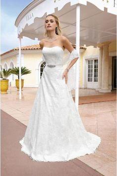 A-linie Trägerlose Modische Brautkleider aus Spitze mit Schleppe