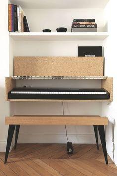 Un piano fondu dans le décor du salon. Plus de photos sur Côté Maison http://petitlien.fr/7iej