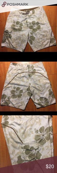 "Quiksilver ""Hawaii"" 🏄🏻♀️ Edition Board Shorts Quiksilver ""Hawaii"" Edition Board Shorts in excellent condition Quiksilver Swim Board Shorts"