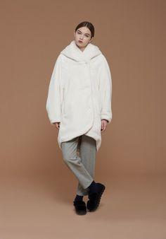 Cappotto ampio in eco pelliccia
