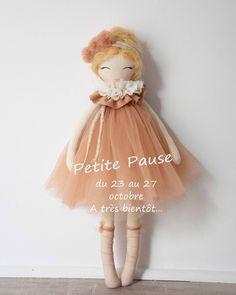 .PETITE PAUSE. Une petite pause s'impose, je serais en vacances du 23 au 27 octobre. Les commandes restent ouvertes et seront traitées à mon retour. Toutes les commandes passées avant le 13 octobre ont été expédiées. A très bientôt #enpause #handmadeforkids #dollmaker #dolls