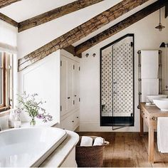 36 Popular Farmhouse Shower Tile Ideas - Popy Home Architectural Digest, Style At Home, Home Interior, Interior Design, Modern Interior, Design Living Room, Ideas Hogar, Beautiful Bathrooms, White Bathrooms