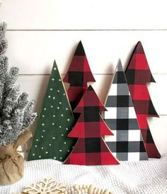 Looking for for pictures for farmhouse christmas decor? Browse around this website for unique farmhouse christmas decor ideas. This farmhouse christmas decor ideas seems to be fantastic. Christmas Tree Set, Christmas Signs, Winter Christmas, Christmas Ornaments, Christmas Vignette, Plaid Christmas, Christmas Movies, Wooden Christmas Trees, Christmas 2019
