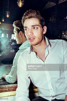 actor-dominic-sherwood-is-photographed-for-the-wrap-on-january-12-in-picture-id509382560 (681×1024)