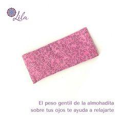 Una almohadita para los ojos MuyRosada. Tenemos varios diseños para que escojas las almohaditas tienen aroma a lavanda.  #MuyLILA #Relax #Fb #TakeABreak #OM #organic #yoga #yogaenpanama #eyepillow