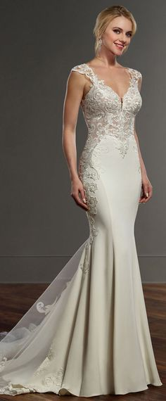 Fashionable Tulle & Acetate Satin V-neck Neckline Mermaid Wedding Dress With Lace Appliques