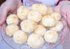 come preparare i dolcetti al cocco, 3 idee facili e veloci, tartufi di cocco e ricotta, delizie al cocco, coccosini. Ricette da fare con i bambini.
