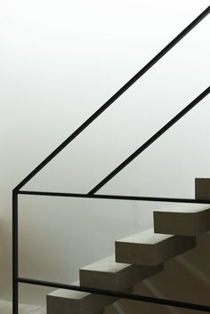 Modern Stairs // wood and steel stair detail at the Frame House by Apollo Architects & Associates Staircase Handrail, Stair Railing, Railings, Interior Stairs, Home Interior Design, Architecture Details, Interior Architecture, Stairs Architecture, Escalier Design