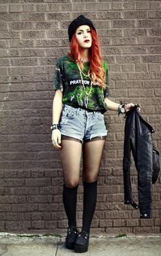 Soft grunge and love the outfit and hair i want it