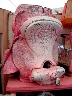 PINK SADDLE!!!!! of course we bought it!!!! {junk gypsy co}