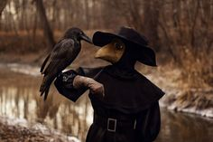 Raven and plague doctor Plauge Doctor, Doctor Stuff, Scp 049, Plague Doctor Mask, Plague Dr, Theme Tattoo, Crows Ravens, Black Death, Macabre