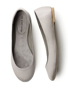 here is the oyster, you are probably correct, jennie.  they'd certainly go well with my dress, but i'm not sure i'm going to go with flats, but i might for the comfort factor.  i actually might have some shoes that will work for me.