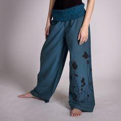 uni kalhoty Pretty Outfits, Pretty Clothes, Harem Pants, Pajama Pants, Flora, Pajamas, Embroidery, Fashion, Pjs