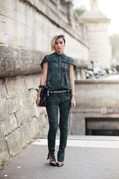one more time... #AnneCatherineFrey & that awesome green pants/top combo in Paris.