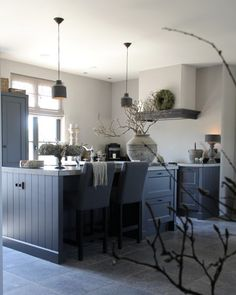 7 Helpful Tips For Designing Your Rustic Kitchen - Rustic News Kitchen Inspirations, Home Living Room, Farm House Living Room, Interior, Home N Decor, Kitchen Decor, House Interior, Home Kitchens, Rustic Kitchen