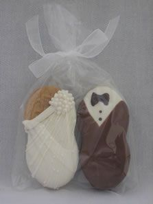 Nutter Butter Bride & Groom Cookies! Cute. If only there weren't so many peanut allergies.