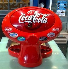 Coca Cola Decor, Coca Cola Ad, Always Coca Cola, World Of Coca Cola, Coca Cola Bottles, Soda Fountain, Cool Stuff, Banana, Root Beer
