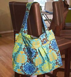 Free Bag Pattern and Tutorial - Diana Hobo Bag
