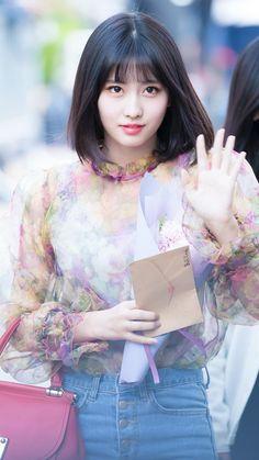 heading to Music Bank Nayeon, South Korean Girls, Korean Girl Groups, Extended Play, Twice Fanart, Little Peach, Sana Momo, Hirai Momo, Dahyun