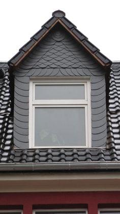 Spitze Dachgaube mit schwarzer Schieferverkleidung von der Machalet Bedachungen GmbH in Erfurt (99092)   Dachdecker.com