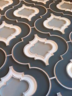 Blue & white arabesque tile, Edgewater Studio Glasstile - available through Walker Zanger Deco Design, Tile Design, Arabesque Tile, Backsplash Arabesque, Style Tile, Shabby Chic Kitchen, Moroccan Style, Kitchen Backsplash, Mosaics