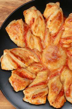 Pizza-Blätterteig-Twists http://bzfd.it/PizzaTwists