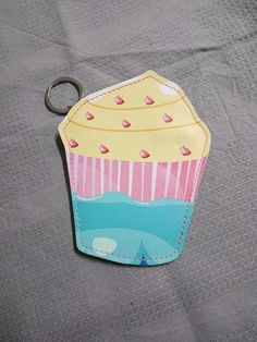 Cupcake Zipper Pouch wallet and Keyring cupcake Cupcake Cupcake, Zipper Pouch, Key Rings, Coin Purse, Wallet, Trending Outfits, Unique Jewelry, Handmade Gifts, Accessories