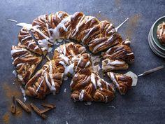 Klippekringle med sukker og kanel   Godt.no Shrimp, Meat, Desserts, Food, Tailgate Desserts, Deserts, Essen, Postres, Meals