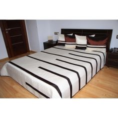 Luxusní přehozy na postel v krémové barvě s proužky - dumdekorace.cz Bed, Furniture, Design, Home Decor, Quilts, Decoration Home, Stream Bed, Room Decor