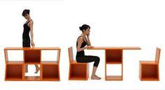 Binnenkant : Een wandkastje en een tafel met 2 stoelen in één!